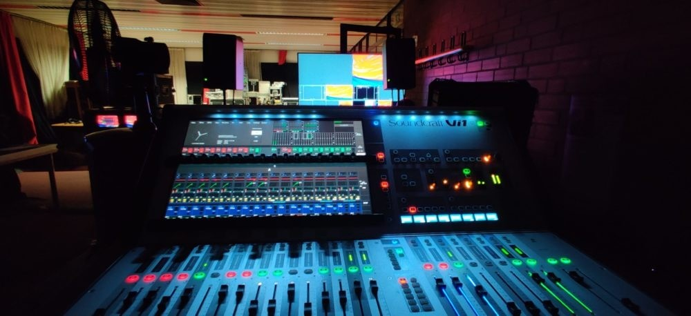 Soundcraft VI1000 in der Tonregie